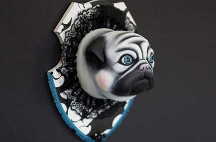 Mops_pug_trophäe Antoinette_dark_featuredImage